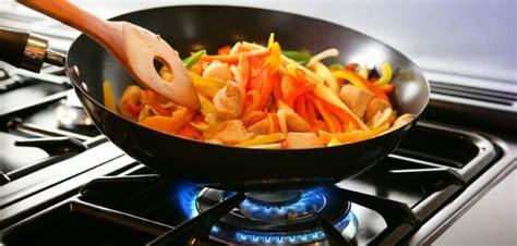 cuisine c駻us馥 cuire ses aliments 224 la po 234 le est ce une bonne id 233 e