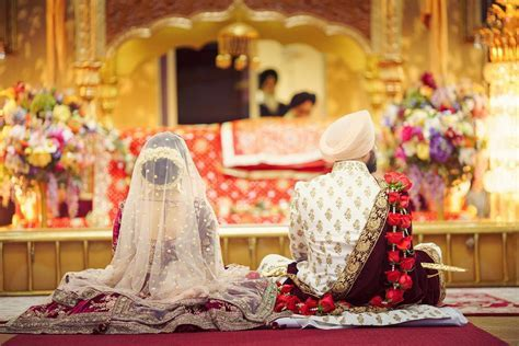 18 Beautiful Gurudwara Wedding Pictures That'll Leave You