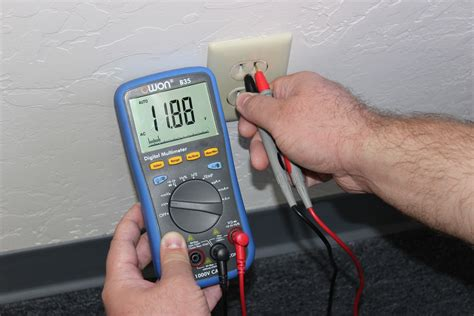 how is from with a testing an electrical outlet using a digital multimeter simply smarter circuitry