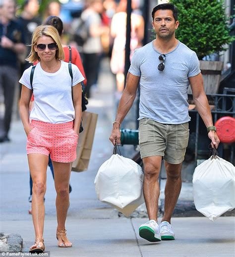 kelly ripa goes make up free as she arrives home after fronting kelly ripa and mark consuelos apartment www imgkid com