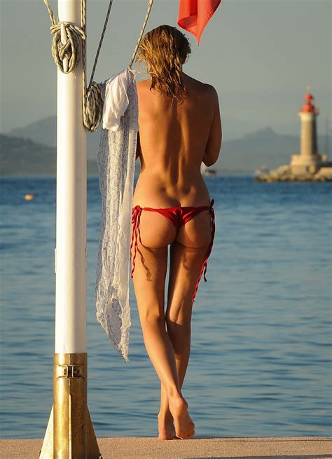 Kimberley Garner Morning Topless At Mykonos Docks In