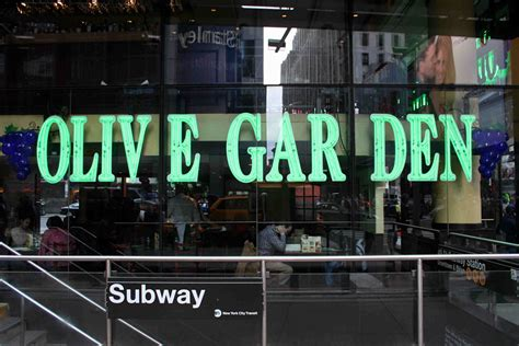 Olive Garden Us 19 by Times Square Olive Garden Thread Goes Viral Metro Us