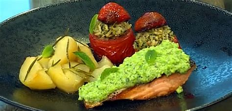 Snappy Tom Salmon With Chicken 1 5kg Makanan Kucing Snappy Tom Salmo salmon fillets with broad bean and pecorino mousse stuffed tomatoes and potatoes saturday