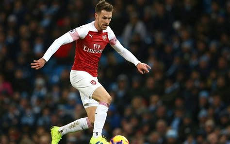 aaron ramsey  leave arsenal  signing  year deal