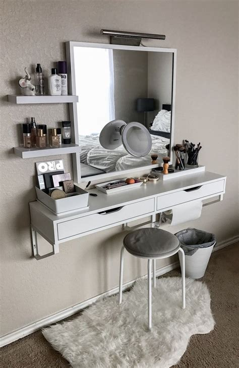 makeup area in bedroom best 25 bedroom makeup vanity ideas on pinterest vanity
