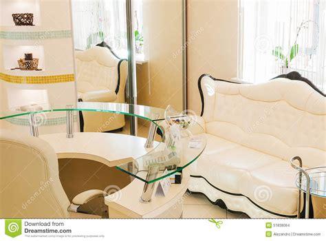 das de espera en interior da sala de espera em um sal 227 o de beleza dos termas da beleza foto de stock