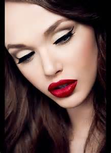 eye makeup with red lips