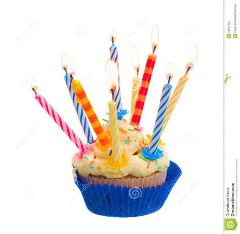 torta de cumplea 241 os con las velas del cumplea 241 os torta de cumplea 241 os con las velas fotos de archivo