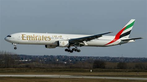 emirates water woman alleges in suit emirates crew refused giving her