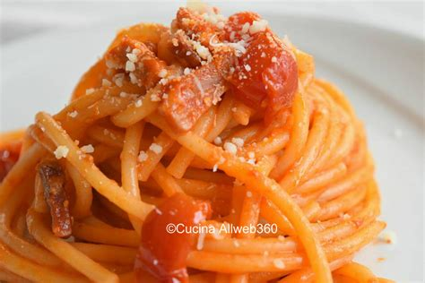 come cucinare i bucatini bucatini all amatriciana la ricetta originale della pasta