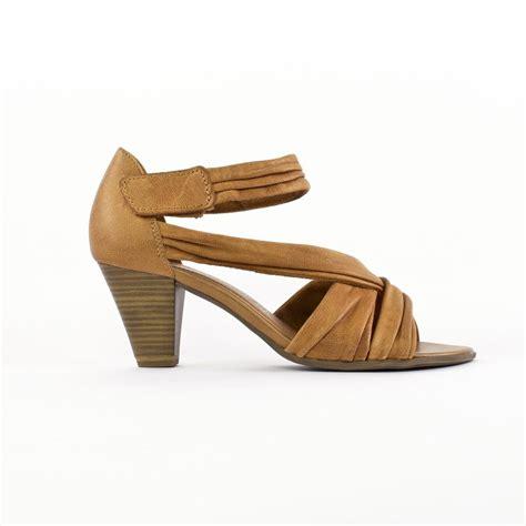 Sepatu Les Femmes chaussures ete femme camel