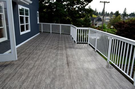 The Benefits Of A Vinyl Deck