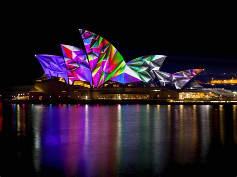 bf opera house watch the sydney opera house light up cnet