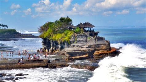 ubud arts  tanah lot sunset bali  bali tours