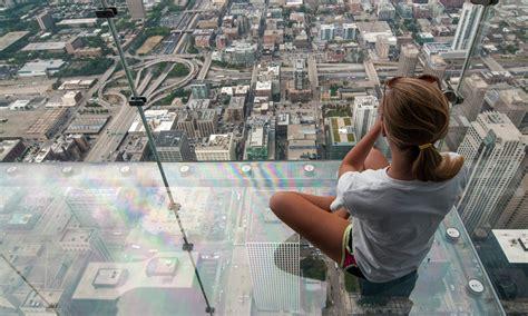 chicago skyscraper s viewing deck cracks tourists