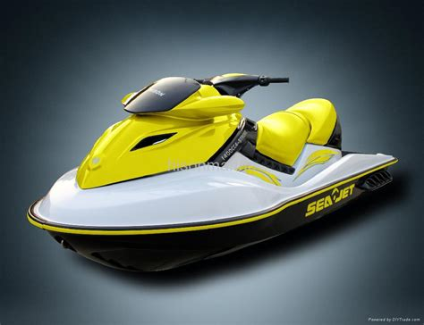 jet ski with 4 stroke suzuki dohc engine hs 006j5a