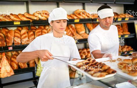 imagenes de varias personas trabajando dos personas trabajando en una panader 237 a fotograf 237 a de