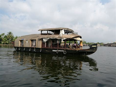 kerala boat house cooking kerala in pictures the thumbs up