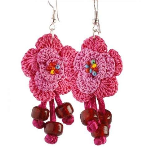fiori all uncinetto istruzioni orecchini all uncinetto con le perline schema per