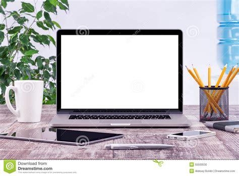 dell ufficio posto di lavoro dell ufficio con il computer aperto della