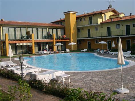 hotel residence le terrazze fersinaviaggi it residence le terrazze sul lago