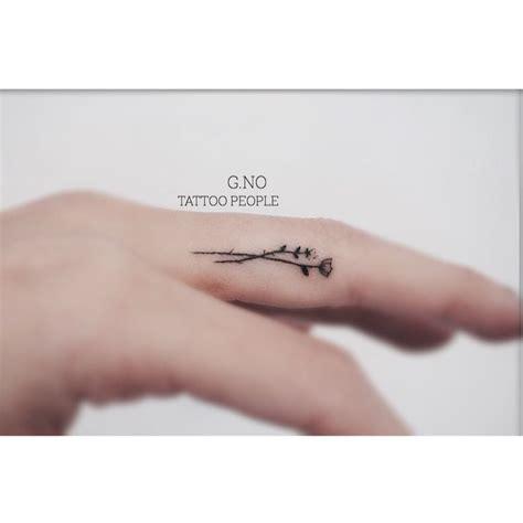 tattoo on finger does it hurt the 25 best inside finger tattoos ideas on pinterest