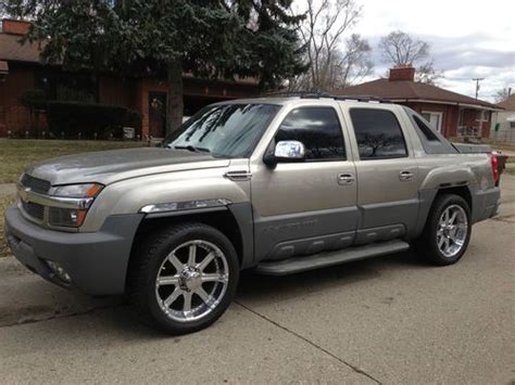 how to work on cars 2002 chevrolet avalanche 1500 user handbook purchase used 2002 chevrolet avalanche 2500 base crew cab pickup 4 door 8 1l in inkster