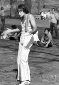stephen huszar single in 1974 photographer daniel sorine photographed a couple