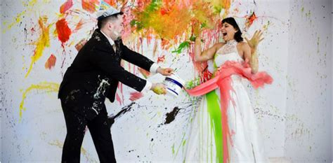 5 Ways To Be Trashy In Your Wedding Dress by Trouwfoto Trends 2014 Weddingmagazineweddingmagazine
