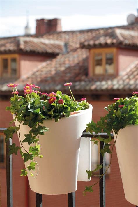 ringhiera fai da te decorare balcone i colori dell estate per un oasi di