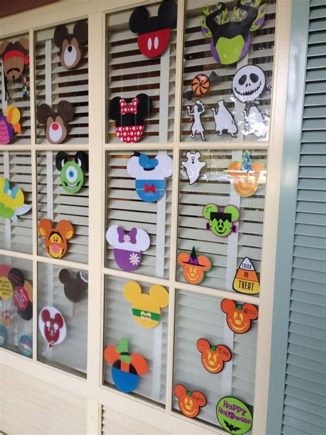 25 best ideas about disney window decoration on disney decorations disney