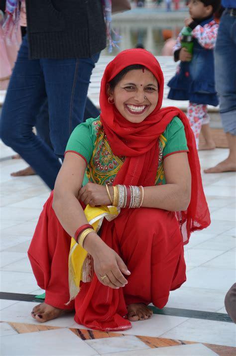 Pakaian Anak Wanita Gambar Wanita Merah Warna Anak Pakaian Candi India