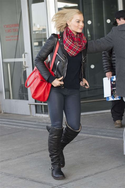 margot robbie in jeans margot robbie in jeans at jfk airport 06 gotceleb
