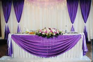 Beautiful arrangements of wedding head table with flowers vase and