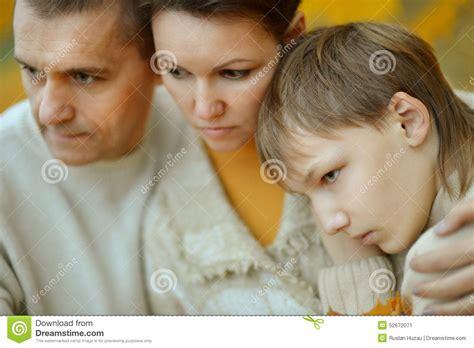 imagenes de triste familia retrato de uma fam 237 lia triste foto de stock imagem 52672071