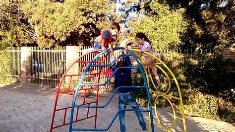 imagenes de niños jugando playstation ni 241 os y ni 241 as jugando en la plaza youtube