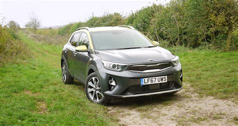 compact crossover kia stonic reviewed