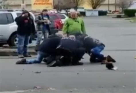 bystanders help officer attacked by suspect after radio