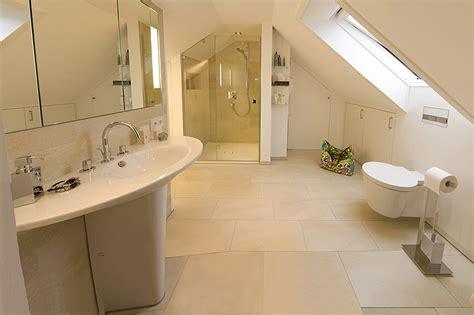 dusche dachschräge kleines bad badezimmer kleine badezimmer mit dusche und badewanne
