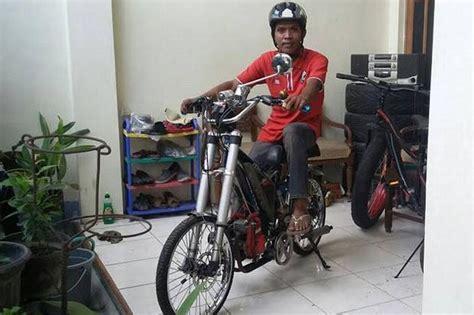 Sepeda Dengan Mesin Potong Rumput sepeda dimodifikasi menggunakan mesin potong rumput