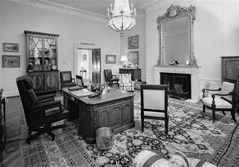 Treaty Room White House by File Treaty Room In 1992 With The Resolute Desk Jpg
