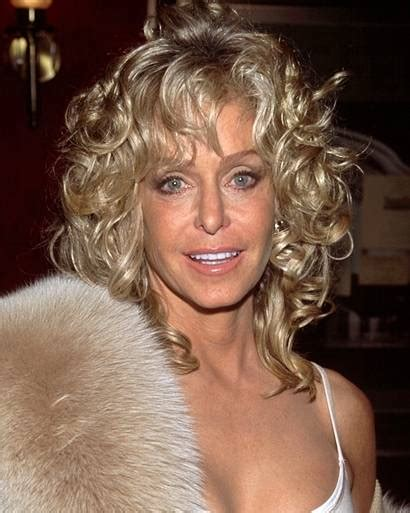 Farrah Fawcett Hairstyle by Farrah Fawcett S Hairstyles Pays Tribute To The Farrah Of