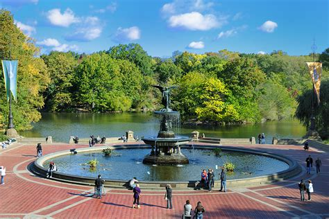 best new york city landmarks to visit photos best new york tourist attractions for both locals and visitors