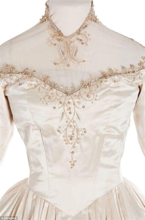 Wedding Dress Tailor by The 8 Wedding Dresses 7 Grooms Of Elizabeth