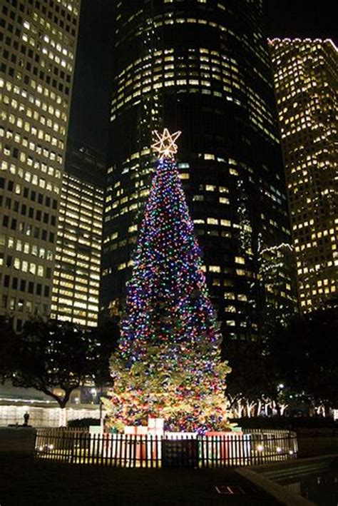 downtown houston christmas tree there s no place like