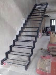 Wooden Stair Banister Normalmente Para Una Escalera C 243 Moda La Contrahuella