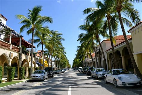 palm beachs worth avenue celebrates  years  fashion