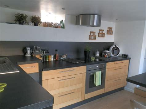 cuisine noir laqué plan de travail bois cuisine bois et plan de travail noir cuisine