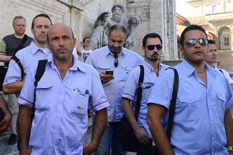 uffici atac roma atac la protesta degli autisti in cidoglio corriere it
