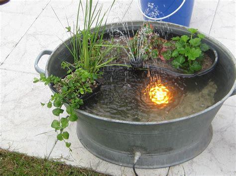 Ideen Für Kleinen Gartenteich by Wasserspiel Balkon Swalif
